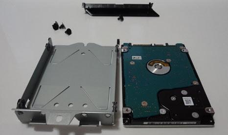 HDDを取り出した様子と部品